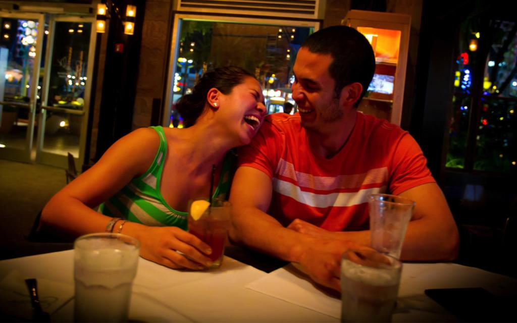 Emerils-Restaurant-CityWalk-Happy-Hour-1170x731
